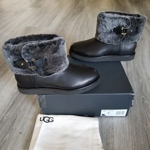 UGG Classic Berge Mini Leather Boot.